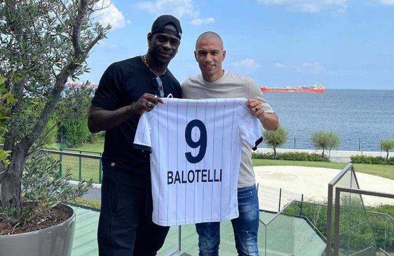 Türkiyə klubu Mario Balotellini transfer etdi