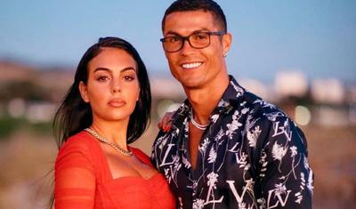 Ronaldo sevgilisi belə istirahət edir –