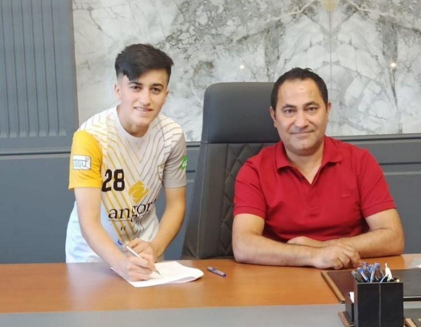 RƏSMİ: Azərbaycanlı futbolçu Türkiyə klubunda - FOTO