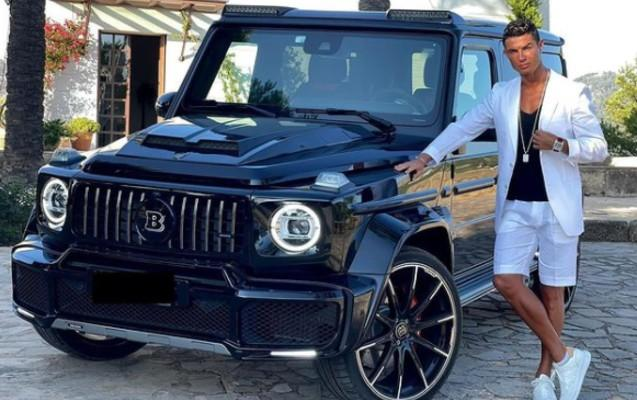 Ronaldo 400 min avroluq avtomobilini nümayiş etdirdi - FOTO