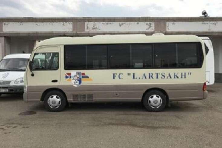 Polisimizin erməni bayrağını sildiyi avtobus, görün, hansı klubun imiş… VİDEO