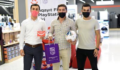 """""""Sumqayıt""""lı futbolçular müştərilərlə yarışdı -"""