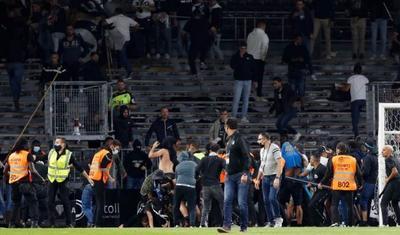 Fransızlar futbola görə bir-birlərini döyürlər -