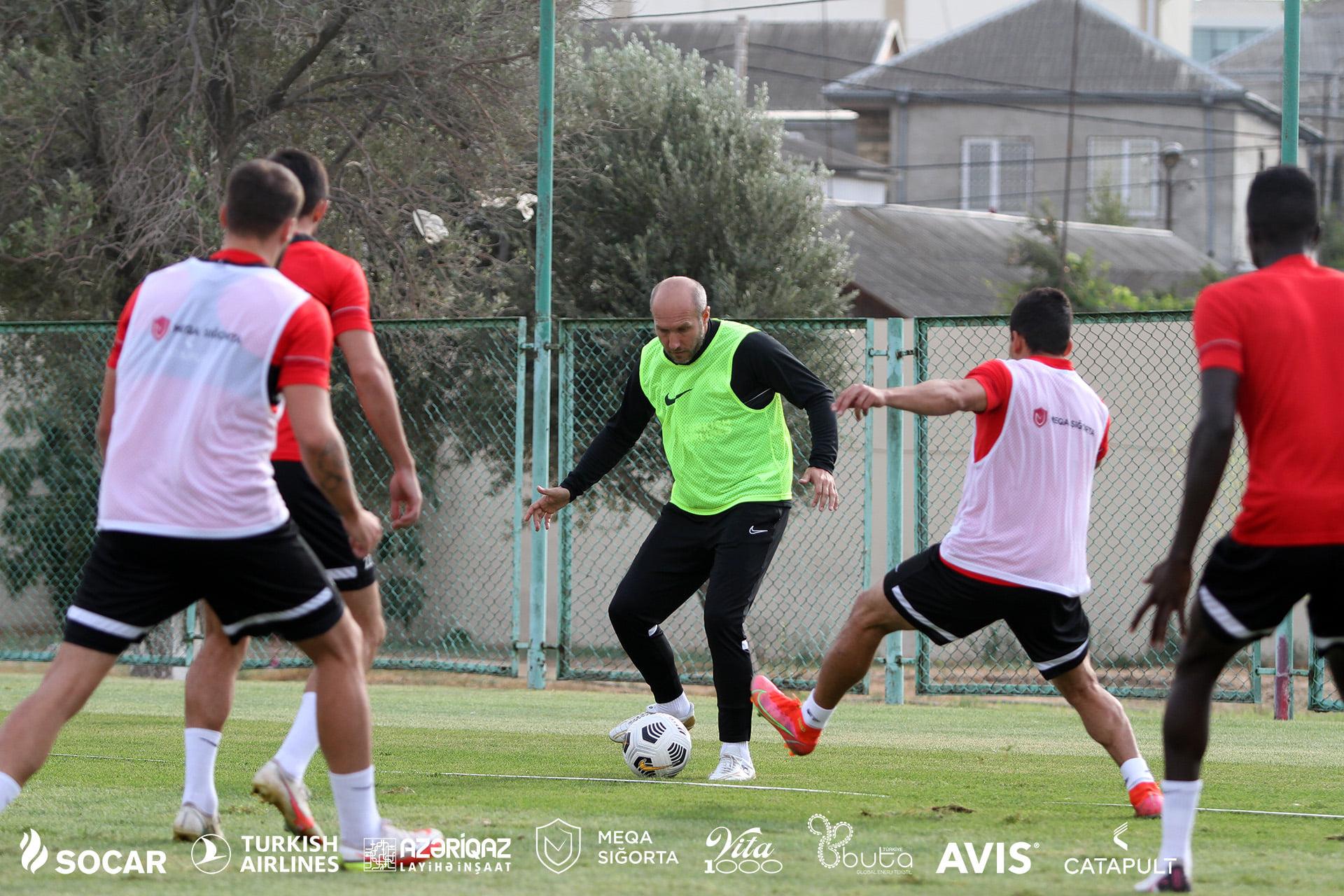 """""""Neftçi""""nın futbolçuları baş məşqçini də özlərinə qoşub... FoTOLAR"""